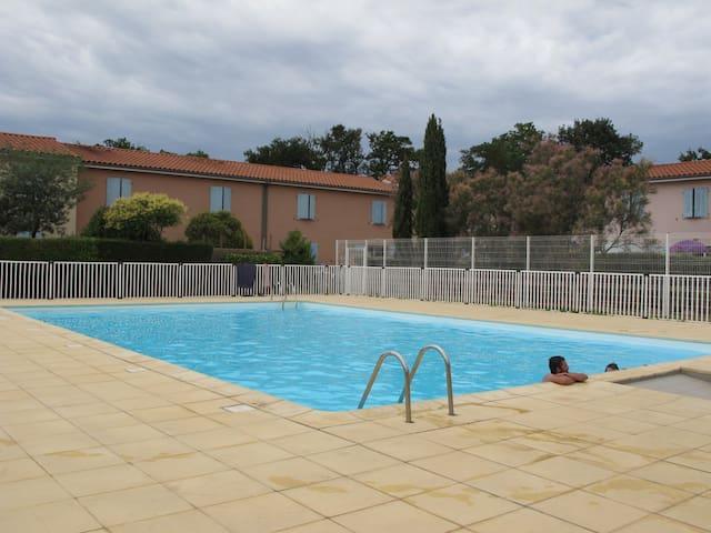 belle maison avec piscine maisons louer perpignan languedoc roussillon france. Black Bedroom Furniture Sets. Home Design Ideas