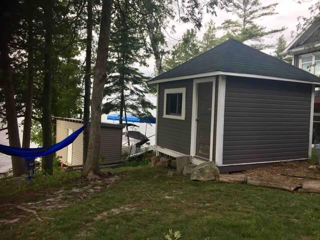 Quaint cabin on Beautiful Big Rideau Lake