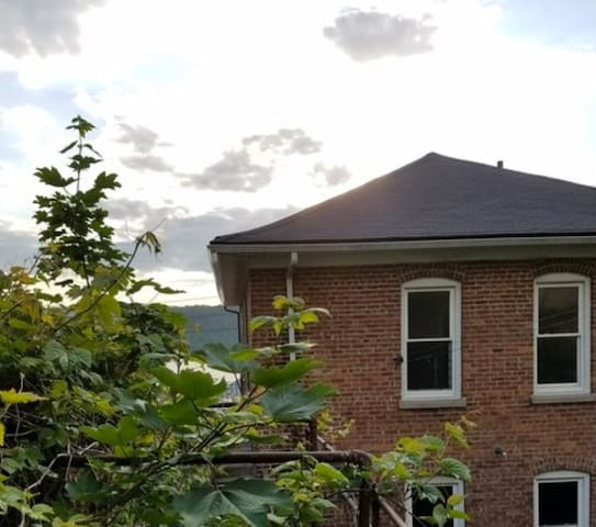 Private, Hudson-view apartment cove - Yonkers - House