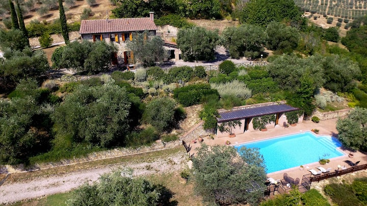Beautiful Umbrian Holiday country house with pool
