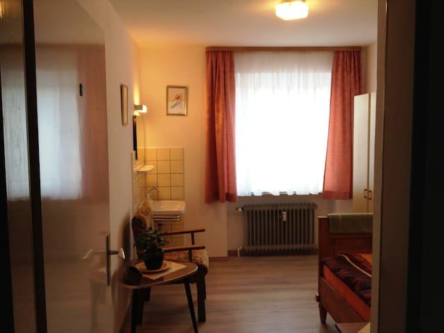 Gasthof-Pension Silberhaus (Tröstau), Zimmer 8 mit Etagenbad und WC