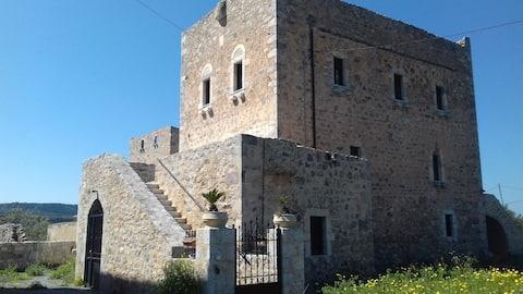"""Το Πυργόσπιτο της Αννεζούλας """"Annezoula's Castle"""""""