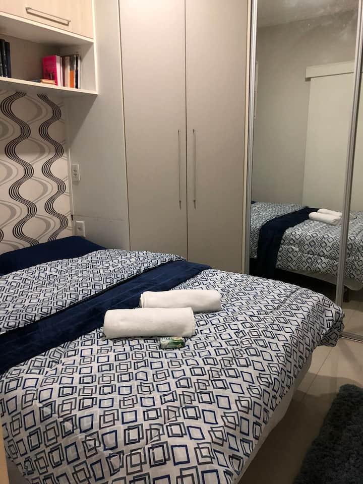 Suite/quarto em edícula em condomínio fechado