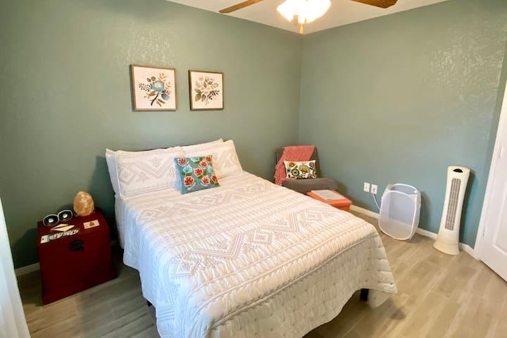 Clean & Cozy Bedroom & Private Bath