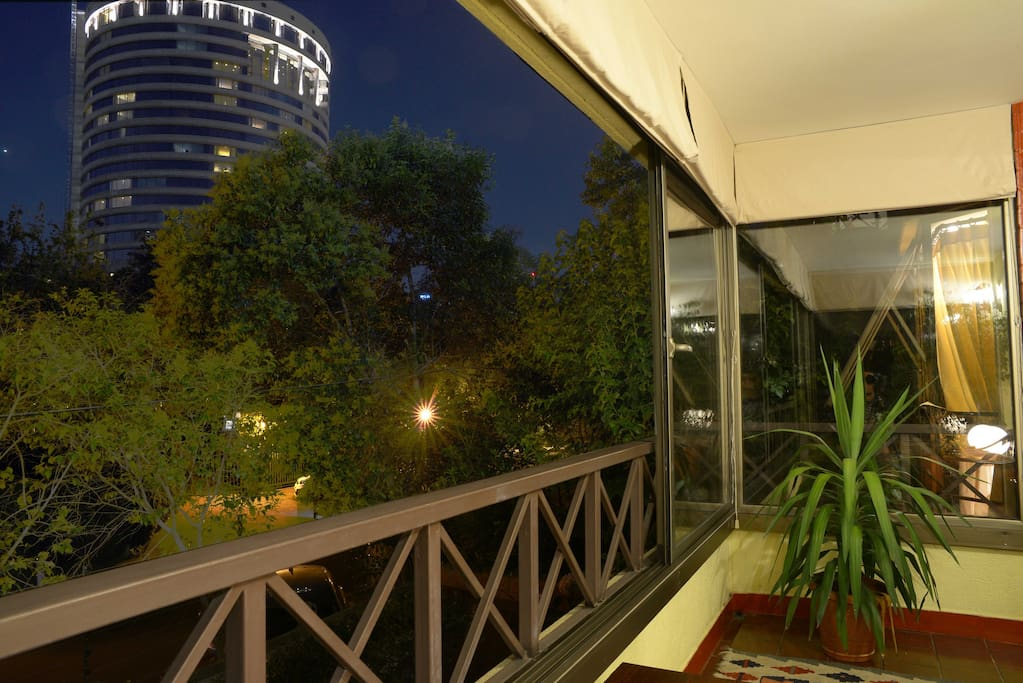 Agradable y hermosa terraza con vista a jardines y canchas hotel hyatt para disfrutar dayunos y cenas