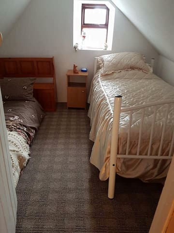 Attic room, great room for teenagers!
