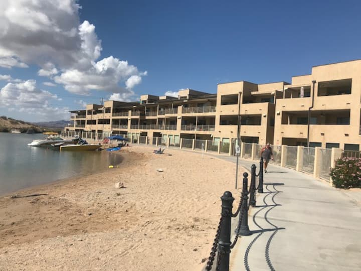 4th floor condo; Boaters Paradise, on the channel