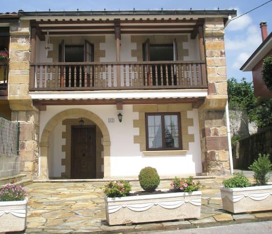 CASA JUNTO A SANTANDER Y CABÀRCENO - Parbayón - Huis