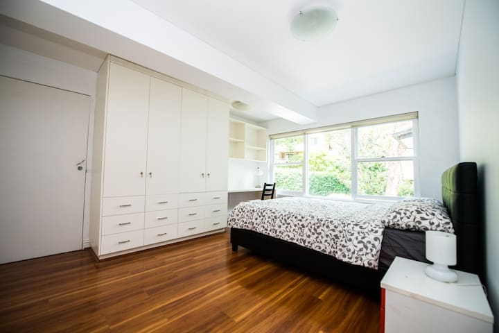 Large Room in Quiet and heart of Chatswood