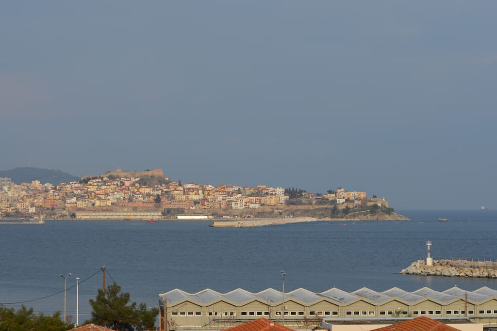 Panoramic view of the city and the sea..on a private residence..with your own terrace-garden, barbecue and parking