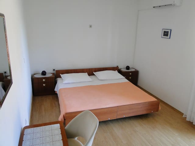 Room Stipe -close to the center and beach