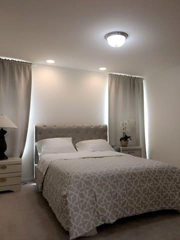 主人套房独立卫浴 Private Master Bedroom & Private Bathroom