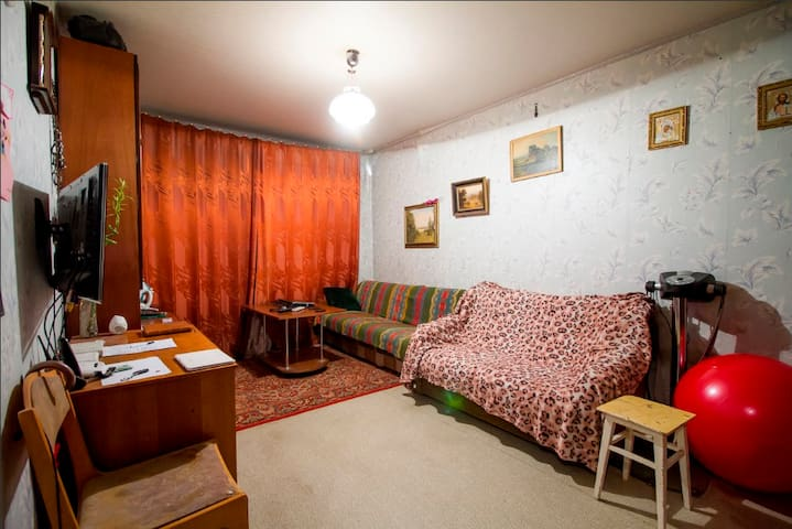Private room in Barauliany settlement - Baraŭliany - Lägenhet