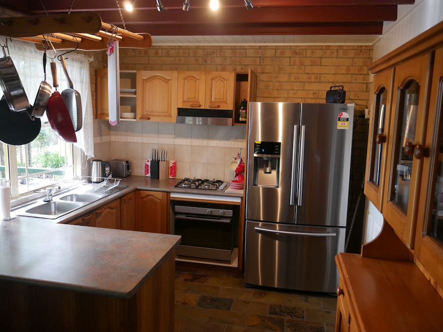Fully equipped kitchen with dishwasher and frig with icemaker