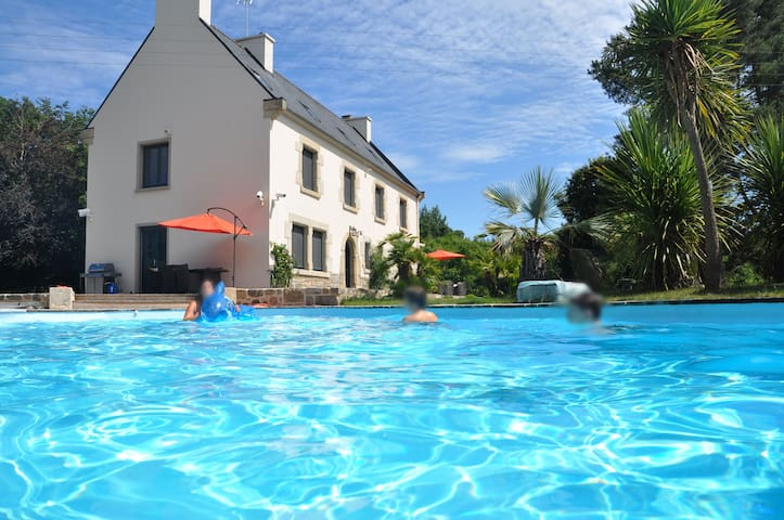 Villa luxueuse avec piscine - Belle-Isle-en-Terre