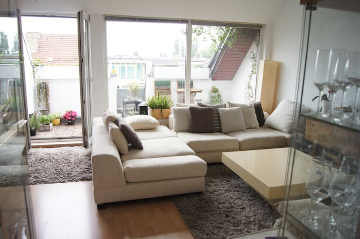 Private top floor apartment in Tiergarten