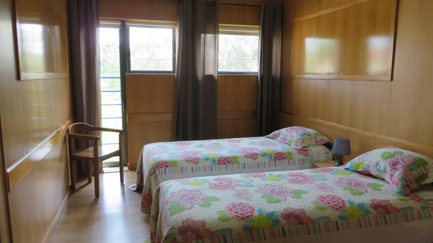Quarto Duplo ou Twin com Casa de Banho Externa - Braga - Bed & Breakfast