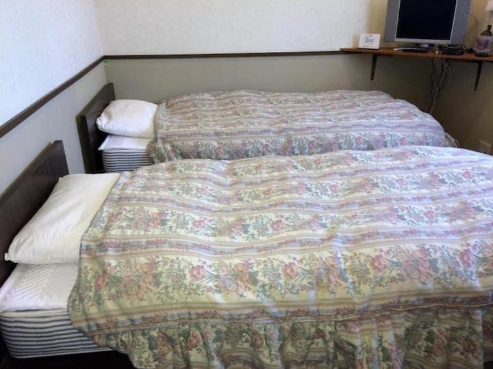 [日本アルプスに沈む夕日が観えるお部屋] 2人部屋 1階101  (2食付き)