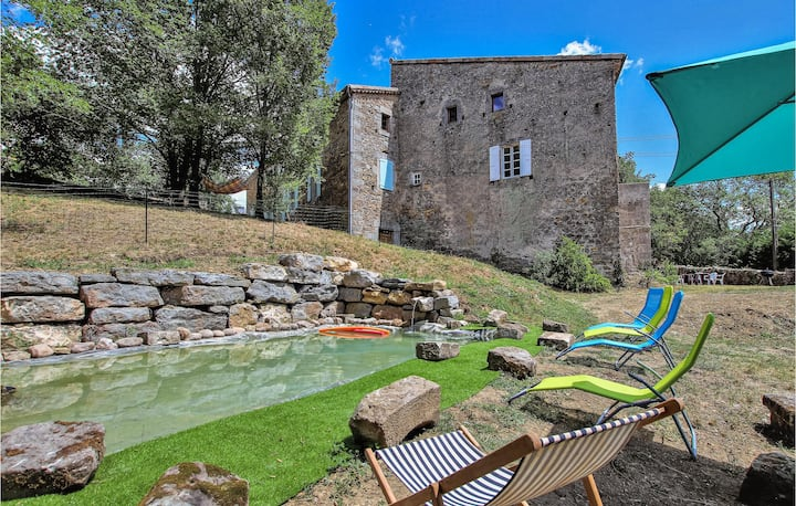 Nice home in Les Assions with Outdoor swimming pool, WiFi and 2 Bedrooms