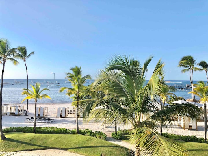 A302 Beachfront 3Bdm 3rd Level slp6 Ocean View!