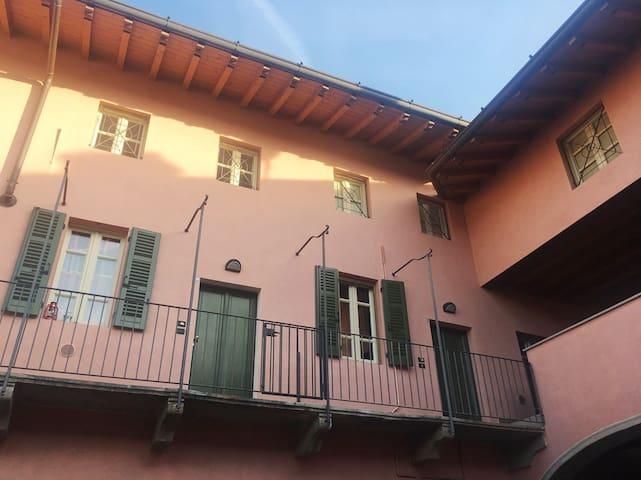 Appartamento trilocale mansardato e travi a vista