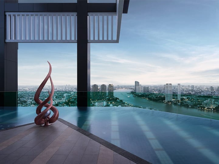 Luxury stay in central Bangkok