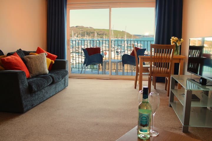 St Ruan - Harbour side apartment with great views