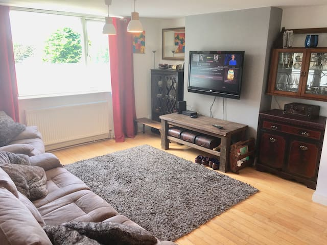 comfy clean room + double bed in large garden flat