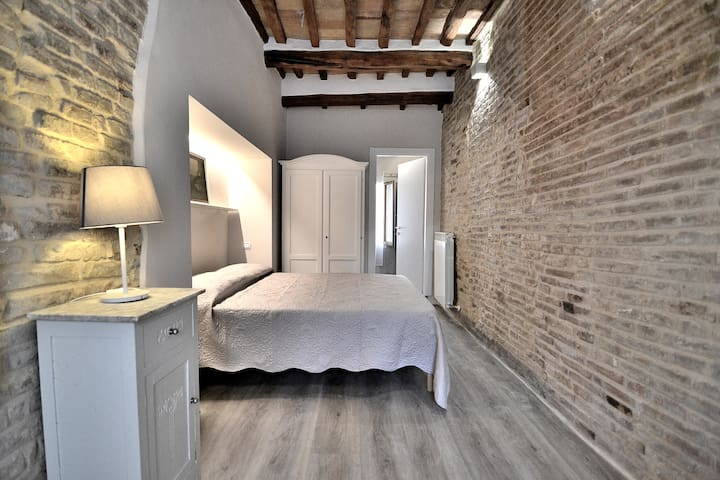Stunning 4 people apt in the center - SanGimignano
