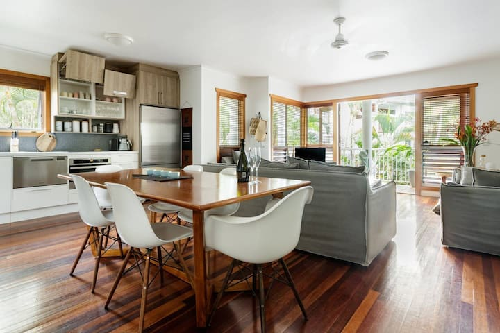 Noosa stylish abode *WIFI*Parking*4 Pools*Spa
