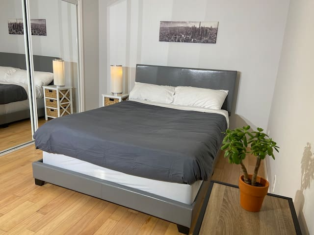 Cozy quiet bedroom near San Francisco