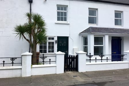 Character Two Bedroom Cottage on TT Course. - Ballaugh