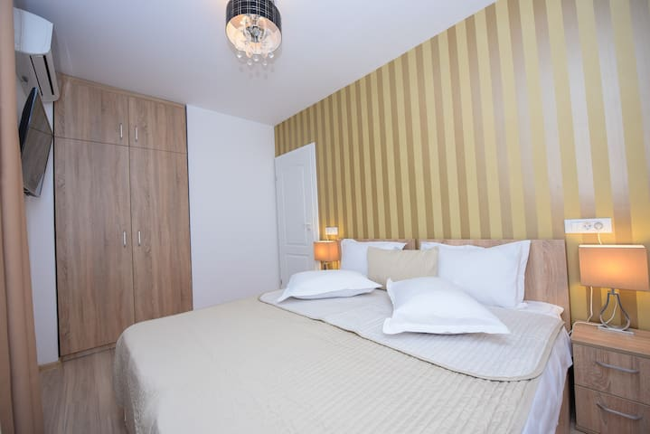 Privilege Apartment - Cismigiu Gardens - Bedroom 2