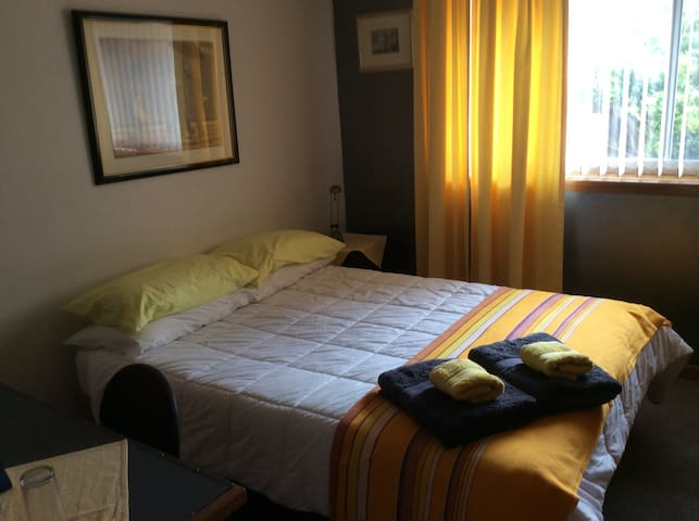Comfortable room 2.5 kms from CBD