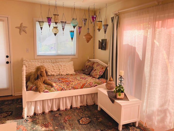 Whimsical Moroccan beach cottage, 29 day minimum