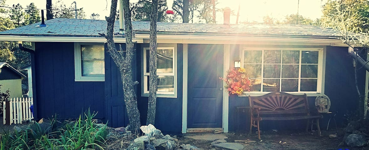 SWEET LITTLE ESCAPE IN PRESCOTT PINES!
