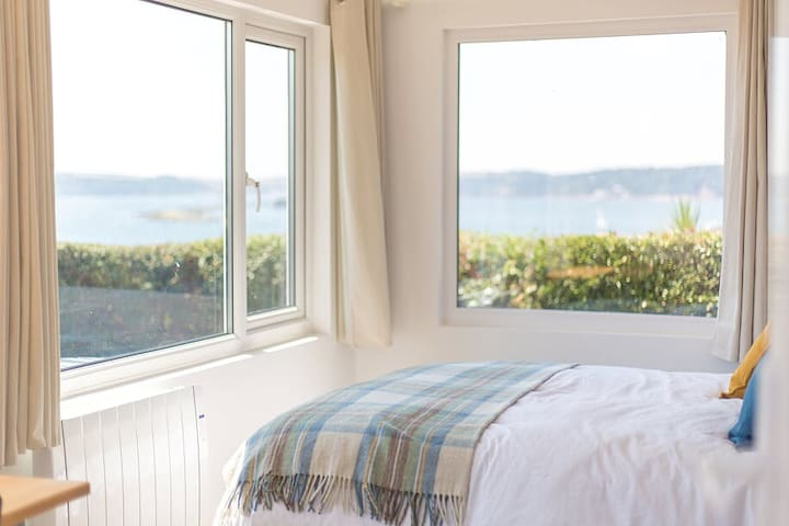 Artists View- Seaside Chic for two, with a view!