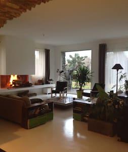 Maison avec jardin,piscine,tennis. - Venzolasca - Hus