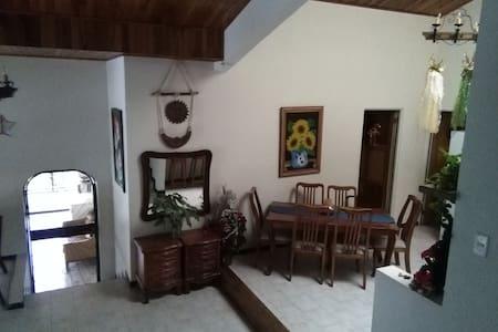 Schoene Bergvilla im Orosital - Orosi - Apartamento