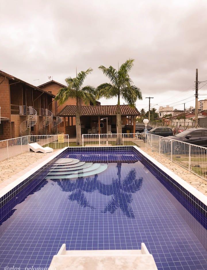 Casa em condomínio fechado Martim de sá- Caraguá
