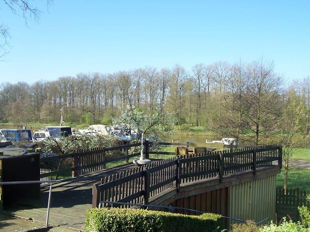 Terassenblick auf die blaue Donau  Urlaub mit Hund - Haren (Ems) - Apartment