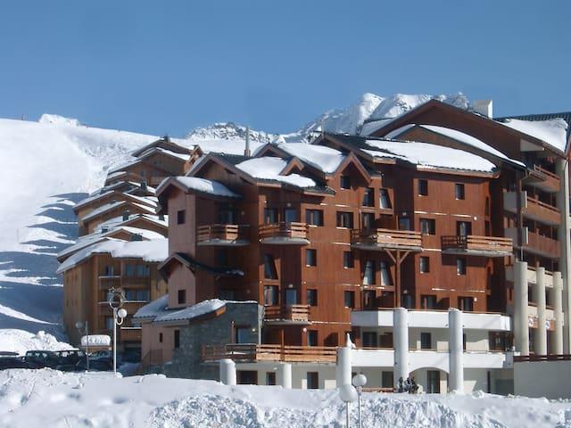 Appartement cosy et équipé 8p, retour ski aux pieds !