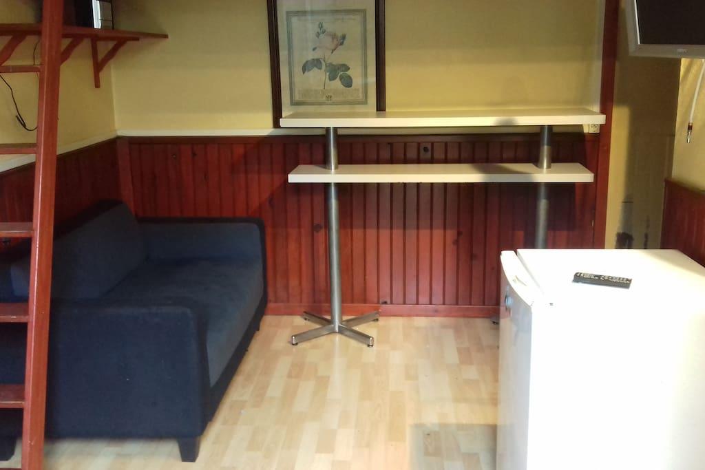 Salon TV sans WIFI mezzanine grand lit double