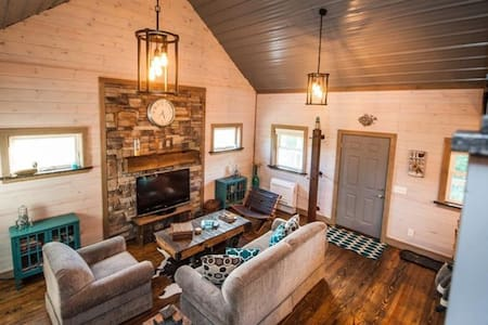Wooly Bear Cabin-Secluded-5 Minutes From Salt Fork