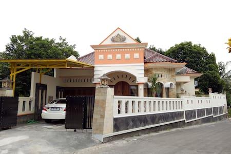 Nariska Suite Homestay Yogyakarta, 3BR for family - Gamping
