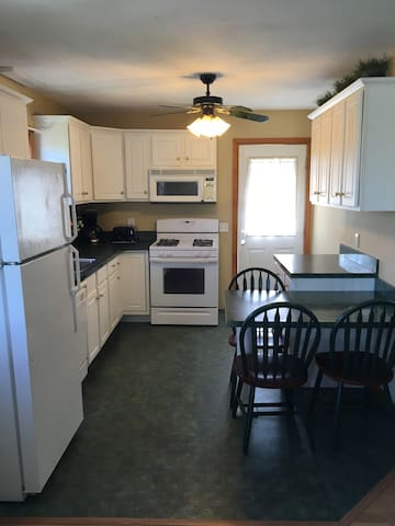 Walk across the street to Scarborough Beach North! - Narragansett - House