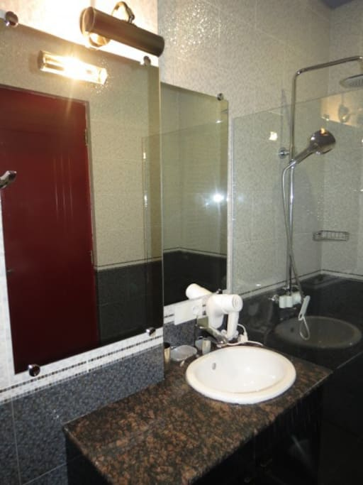 State-of-the-art bathroom with double shower head for optimal shower experience