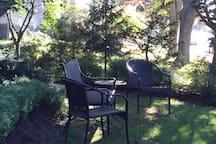 seasonal front yard seating