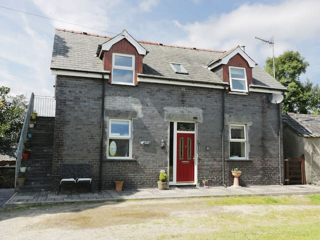 HEN STABL, character holiday cottage in Llanrwst, Ref 963403