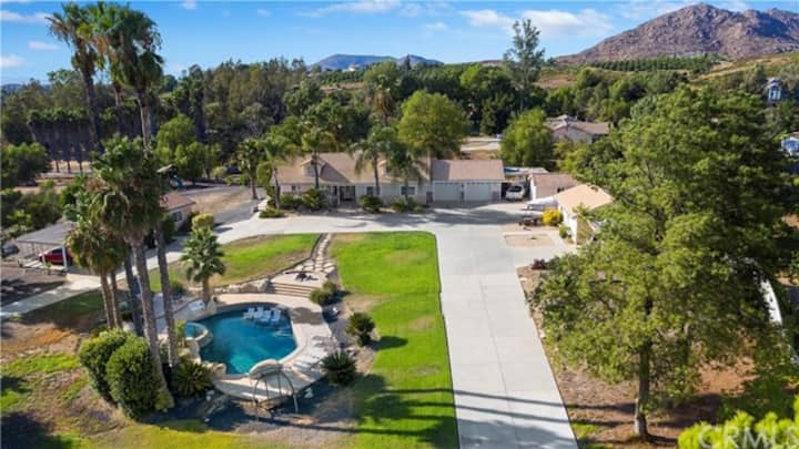 Beautiful 3 bdrm house with pool in Wine Country